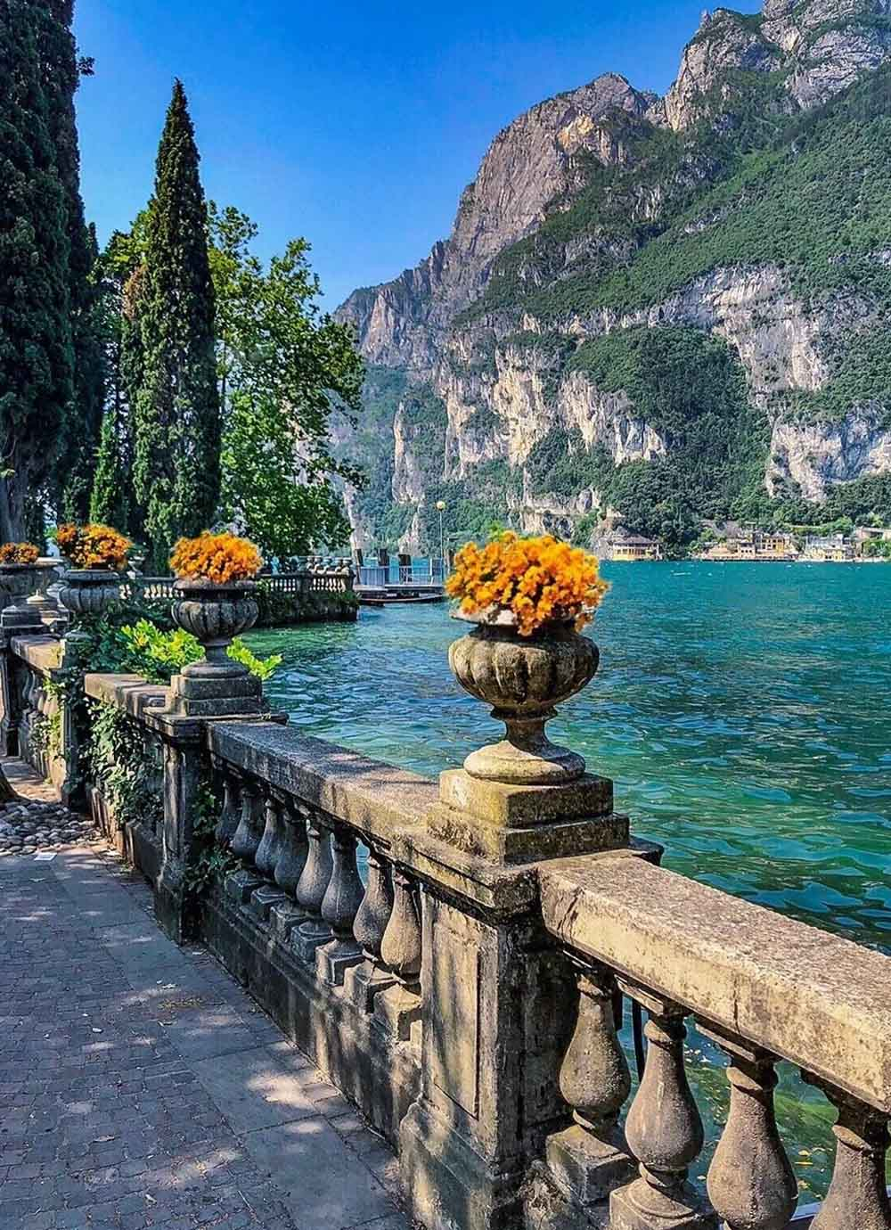 Tours - Mini cruise on Lake Garda with a tasting on board of a yacht (photo 3)