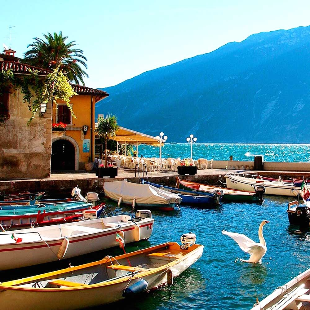 Tours - Mini cruise on Lake Garda with a tasting on board of a yacht (photo 6)