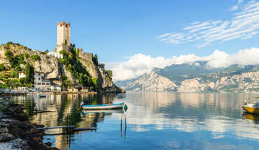 Mini cruise on Lake Garda with a tasting on board of a yacht