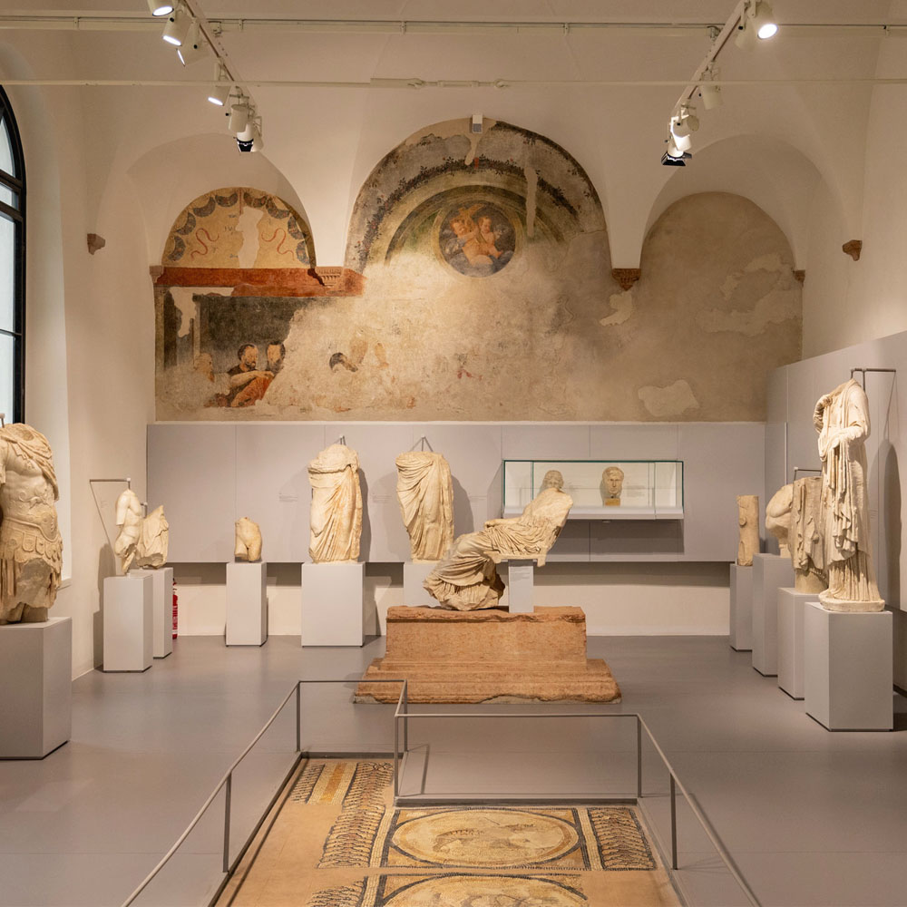 Tours - The Roman Theater and the Archaeological Museum (photo 1)