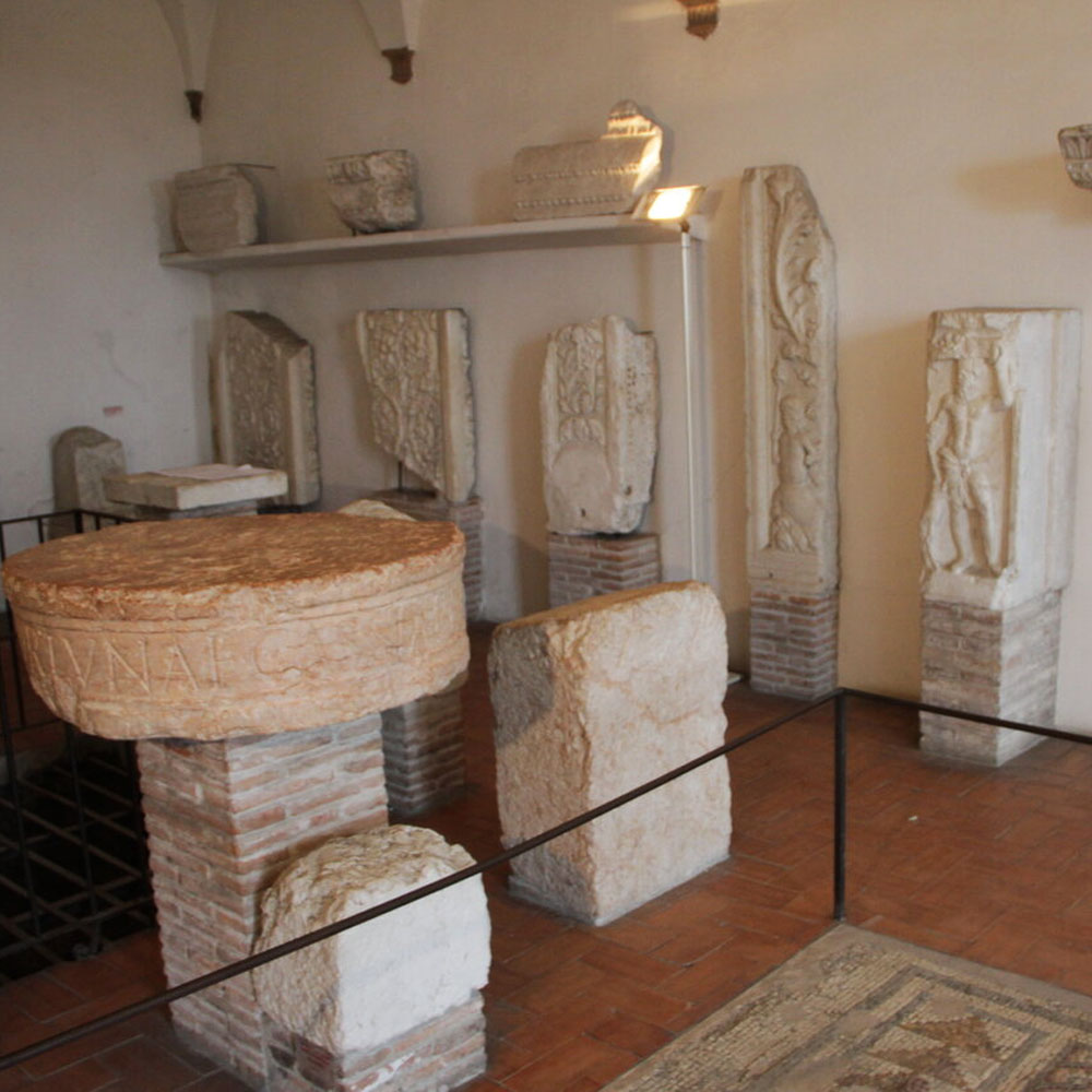 Tours - The Roman Theater and the Archaeological Museum (photo 2)